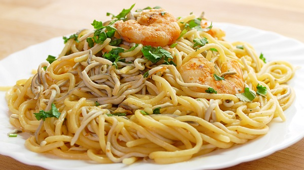 Espaguetis-con-gambas-y-gulas